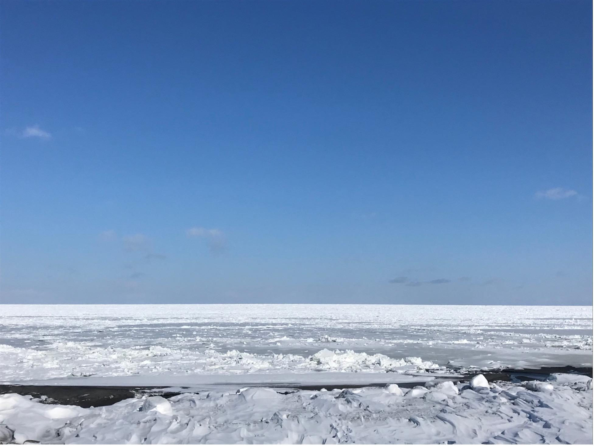 斜里に接岸した流氷